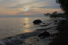 在湖的夜间 免版税库存图片