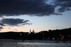 在湖的夜风景 免版税图库摄影