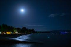 在湖的夜 免版税库存照片