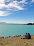 在湖的夫妇 图库摄影