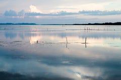 在湖的好的日落,南部泰国 免版税库存图片