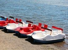 在湖的小船基地 图库摄影