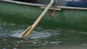在湖的小船桨 股票视频