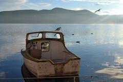 在湖的小船 免版税图库摄影