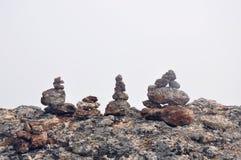 在湖的岩石 库存图片