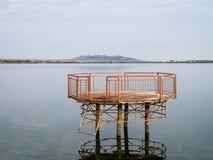 在湖的平台 图库摄影
