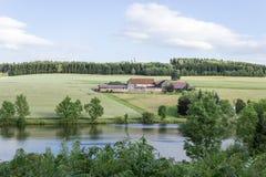 在湖的平安的风景 免版税库存图片