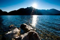 在湖的延迟太阳 免版税库存图片