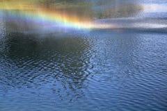 在湖的彩虹 库存照片