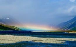 在湖的彩虹 免版税库存照片