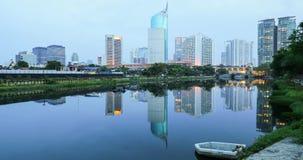 在湖的摩天大楼反射在雅加达 影视素材