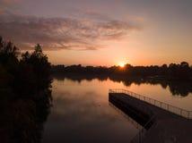 在湖的日出 免版税图库摄影