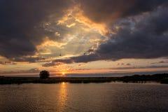 在湖的日出 免版税库存图片