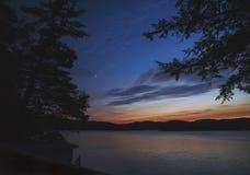 在湖的日落以后 免版税库存照片
