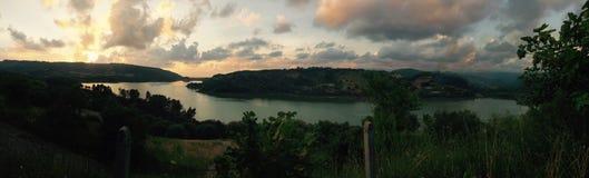 在湖的日落在意大利 图库摄影