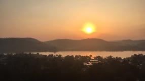 在湖的日落在Daklak,越南 免版税库存图片
