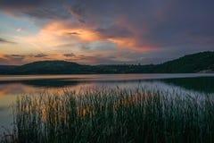在湖的日落在Grliste村庄附近 库存图片
