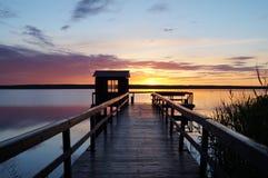 在湖的日落 停泊的 库存照片