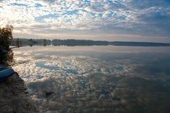 在湖的早晨渔 库存图片