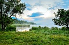 在湖的早晨风景 免版税图库摄影