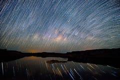 在湖的星足迹 库存图片