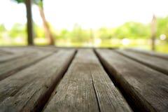 在湖的木地板 库存图片