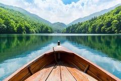 在湖的木小船 免版税库存图片