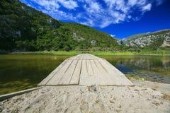 在湖的木脚桥梁 库存图片