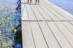 在湖的木脚桥梁 图库摄影