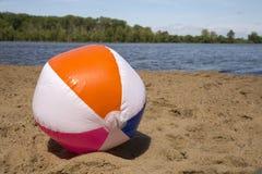 在湖的海滩球 图库摄影