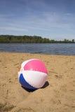 在湖的海滩球 库存照片