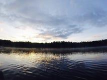 在湖的清早 免版税库存照片