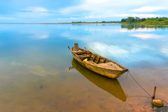 在湖的渔船在越南 免版税图库摄影
