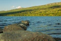 在湖的石走道 库存图片