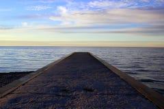 在湖的码头 免版税库存图片