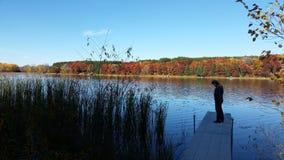 在湖的秋天颜色 库存图片