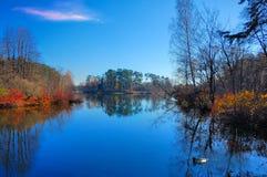 在湖的秋天 库存图片