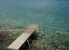 在湖的空的码头 免版税库存图片