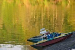 在湖的筏 免版税库存照片