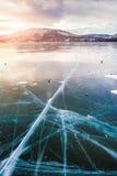 在湖的美丽的冰日落的 图库摄影