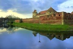在湖的美丽的城堡 图库摄影