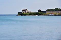 在湖的美国加拿大边界尼亚加拉 免版税图库摄影