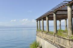 在湖的老栈桥 免版税图库摄影