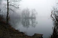 在湖的薄雾 库存照片