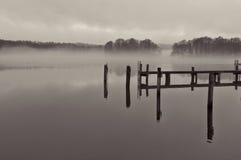 在湖的薄雾 库存图片