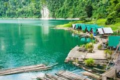 在湖的议院木筏在泰国 免版税库存照片