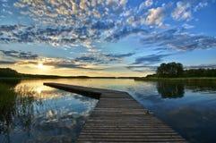 在湖的跳船 免版税库存图片