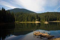 在湖的轮渡 免版税库存图片