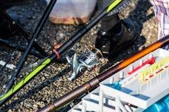 在湖的钓鱼竿 免版税库存图片
