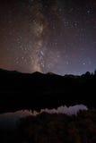 在湖的银河 库存图片